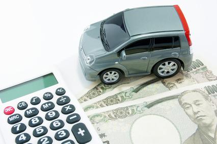 車の模型と電卓とお札